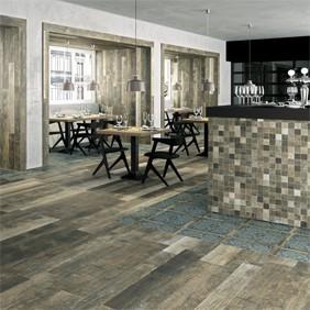 Pavimento porcelánico aspecto madera rústica